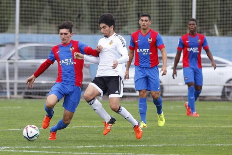 Pepelu en un partido ante el Valencia Mestalla