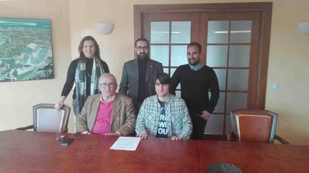 Firma del acuerdo | Foto: Sporting Benimaclet