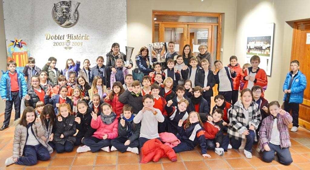 Niños en la exposición 'Doblet Historic' en Sueca | Foto: Juan Catalan