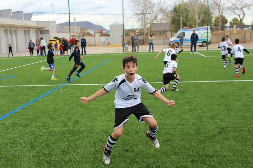 El CF San José celebra su triunfo en la Copa Plata | Foto: Sergi López
