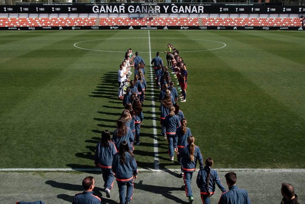 Pasillo a las campeonas de Liga categoría Base 1 y Base 2 | Foto: Valencia CF