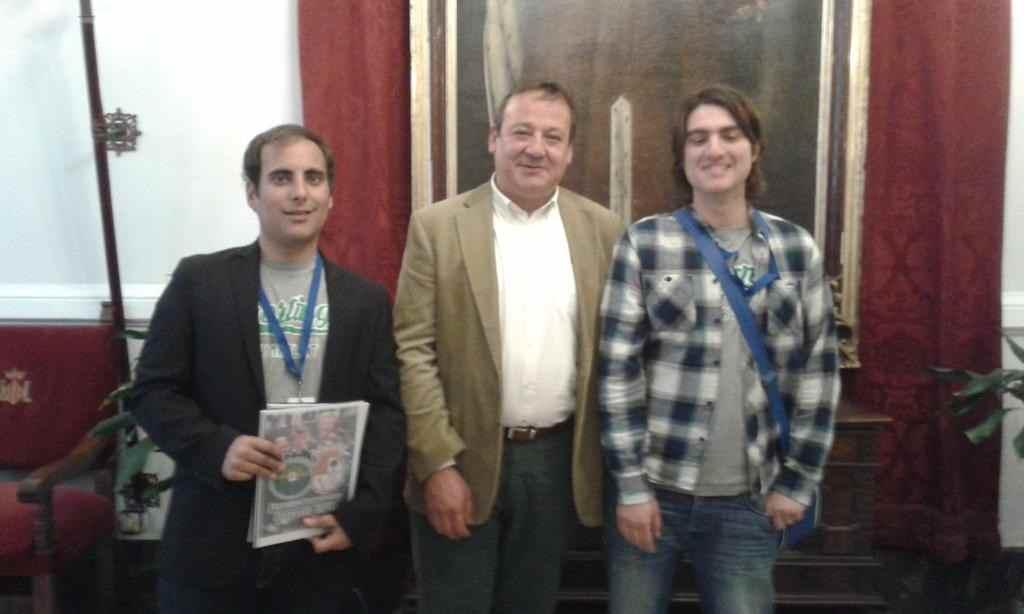 Daniel Tudela (secretario del Sporting Benimaclet), el socialista Vicent Sarriá y Daniel Tudela (presidente del club) | Foto: Killian Cuerda