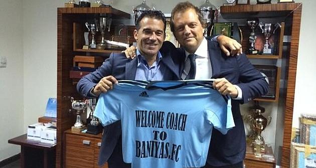 Luís García a su llegada al Baniyas