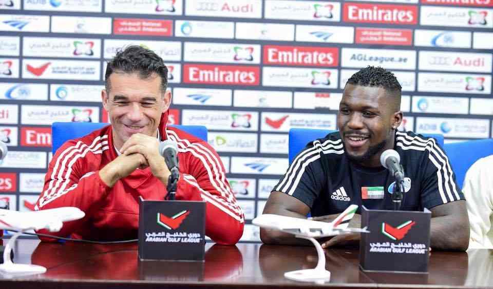 García Plaza, en una rueda de prensa hace unos meses con Drenthe | Foto: Baniyas FC