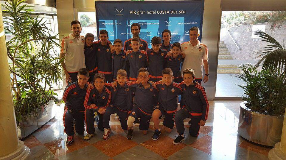 Jugadores y técnicos del Valencia CF Alevín 'B' | Foto: Juan Ruíz