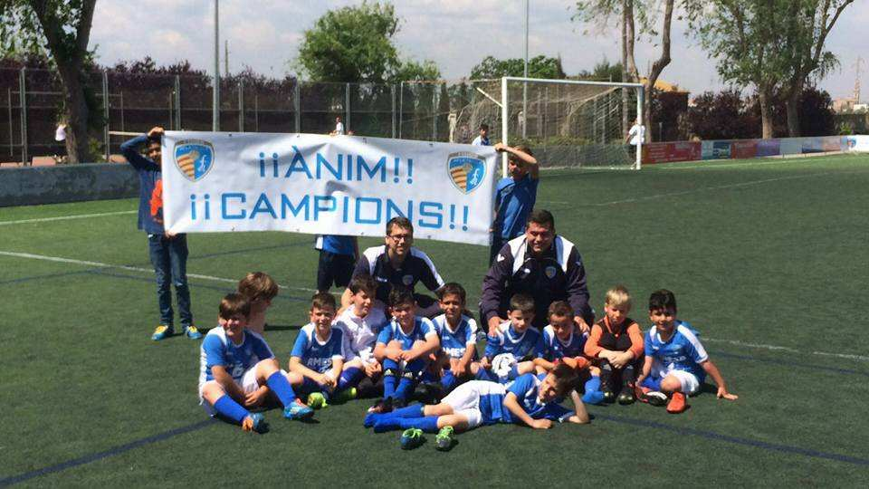 Los jugadores del Foios Atlètic, tras conquistar el título | Foto: Foios Atlétic