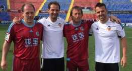 Carlos Marchena se vuelve a vestir de corto con la camiseta del Valencia CF