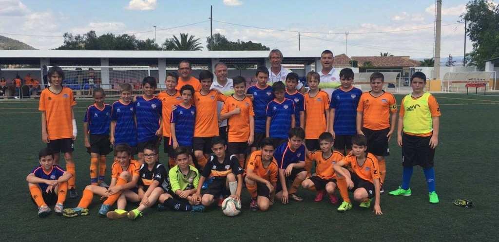 Los Alevines 'D' y 'E' del Torrent CF, tras el torneo | Foto: Torrent CF