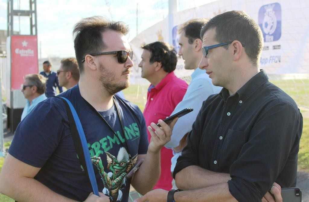 Sergio Ventosa (izq.), durante la entrevista | Foto: Sergi López