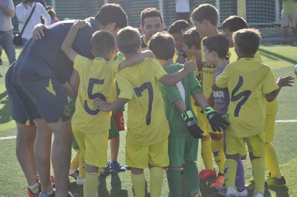 Jugadores y técnicos del campeón | Foto: Villarreal CF