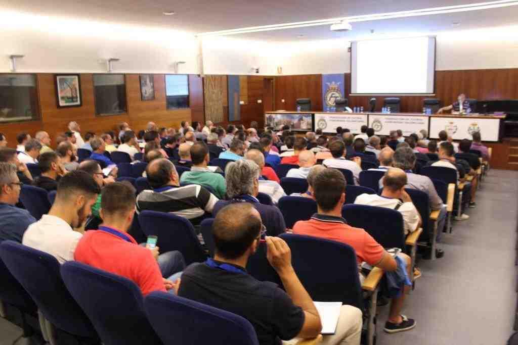 reunion-futbol-8-congreso-ffcv-002