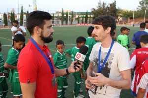 El redactor Sergi López entrevista a Carles Senso | FOTO: Paco Polit