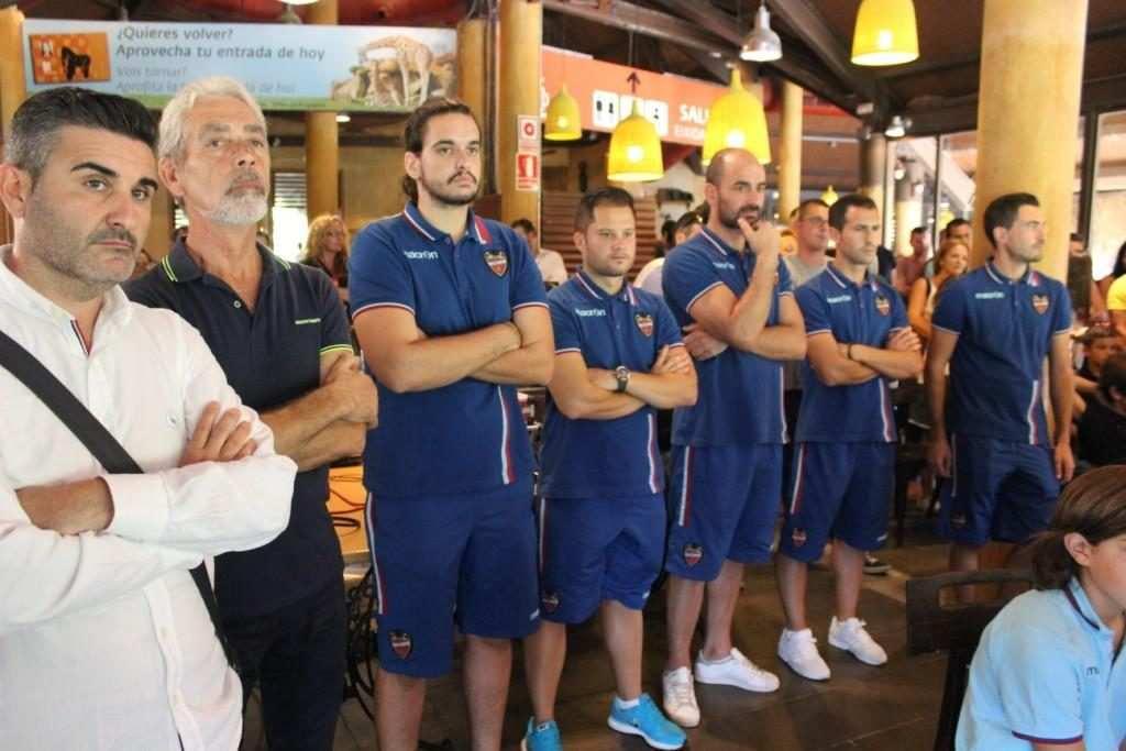 Cerdán (segundo por la izquierda), durante la presentación de la VII Copa Federación | Foto: Paco Polit