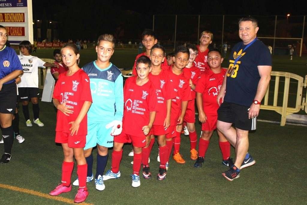 Nuria Escoms y sus compañeros del UD Benimodo | Foto: Paco Polit
