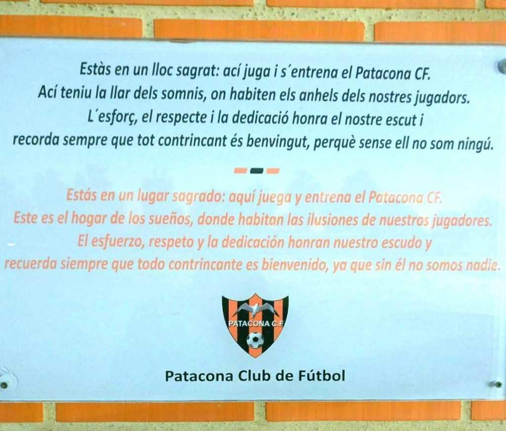 Placa a la entrada del campo del Patacona | Foto: Patacona CF