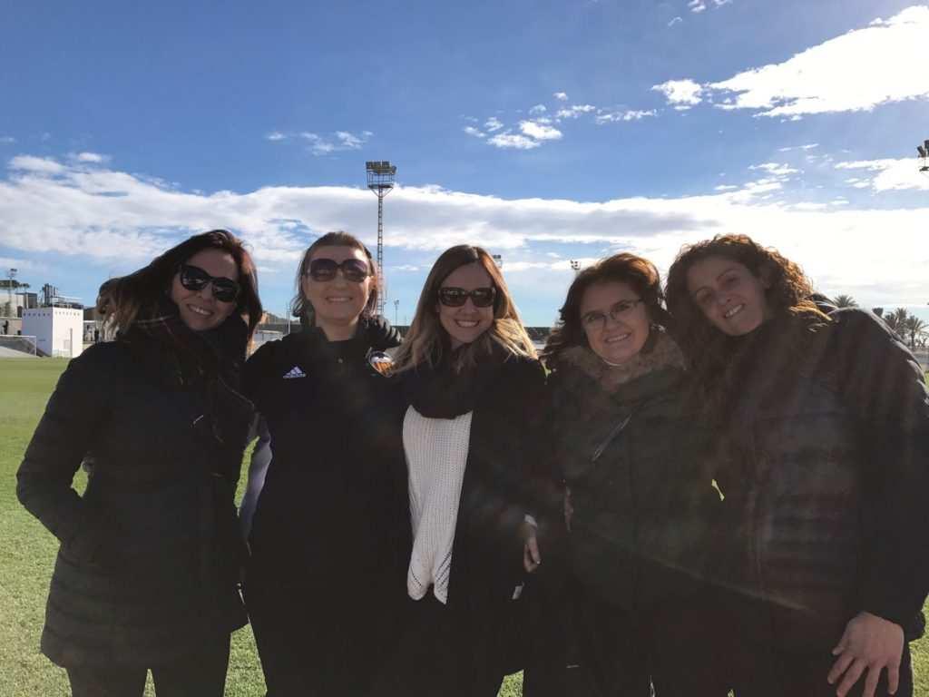 Inés, con padres de jugadores de la cantera | Foto: @inesita24100