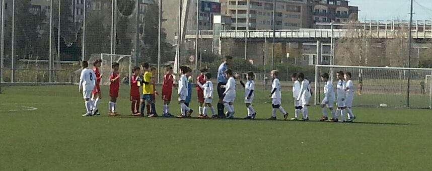 De rojo, los -escasos- jugadores del equipo   Foto: Jules School