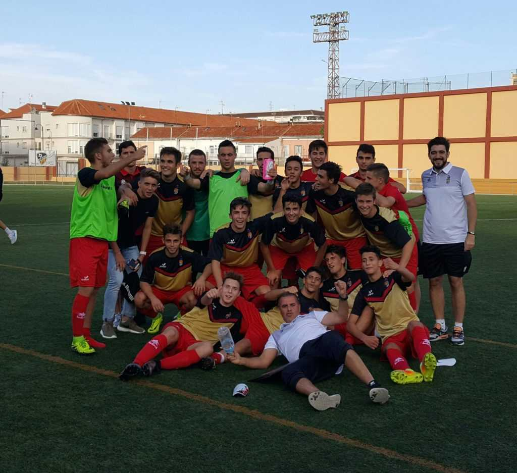 Jugadores del Alboraya celebrando su victoria frente al Alzira en la jornada 6 | Foto: @PedroBoogie