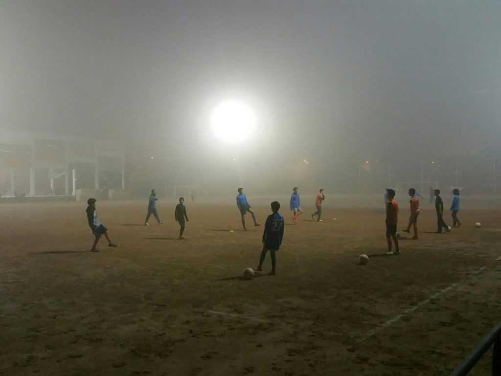 Entrenamiento en Vinalesa en plena niebla | Foto: Vinalesa FB