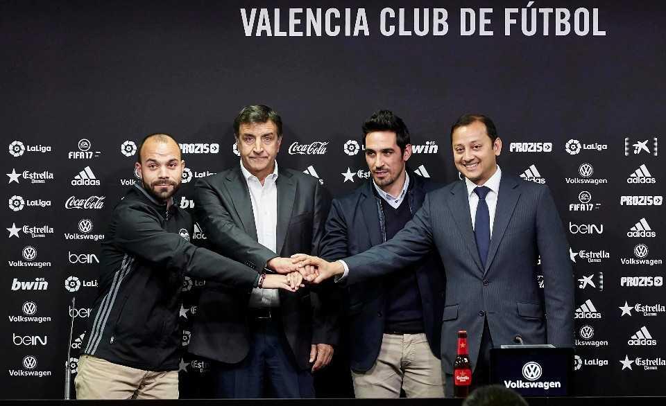Luis Vicente Mateu, Alesanco, Vicente y Anil Murthy | Foto: Valencia CF