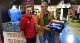Así recogió su espectacular par de botas el ganador del sorteo Fútbol Emotion de marzo
