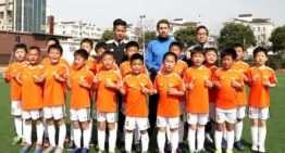 VIDEO: 2500 alumnos en la escuela de fútbol del Valencia CF en Shangai
