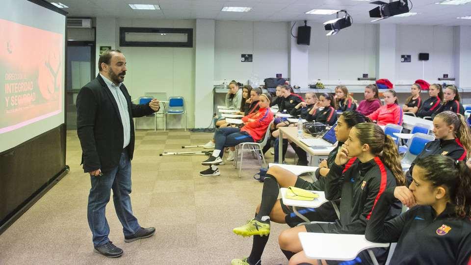 LaLiga sigue con sus Cursos de Integridad en la cantera del FC Barcelona