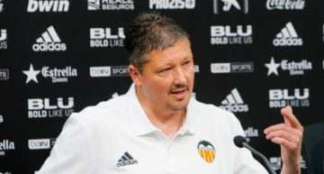 Pénev deja 'colgado' al Mestalla y el Valencia responde con contundencia