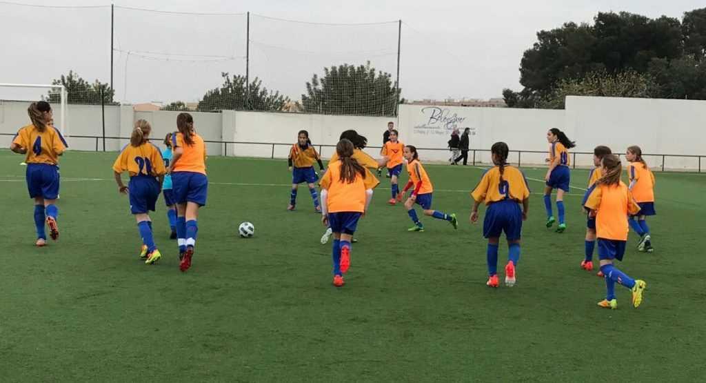 La selecci n ffcv femenina sub 12 estar en el cl nic for Federacion valenciana de futbol